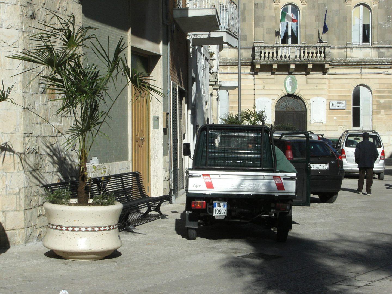 Castrì di Lecce cestini e fioriere nel centro città
