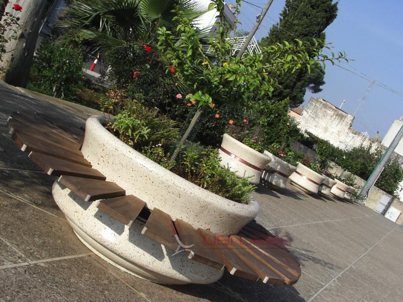 Acquarica del Capo fioriere e panchine con fioriere