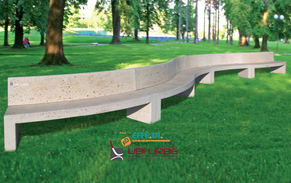 Panchina curva monoblocco con schienale per arredi urbani
