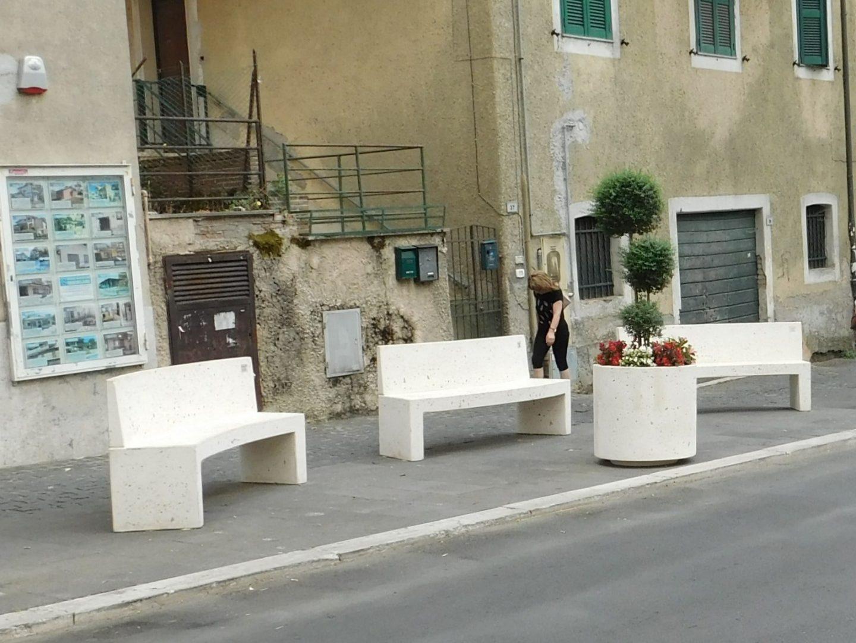 Roccapriora-Roma-dissuasori-panchine-cestini-fioriere-in-cemento-WA0006