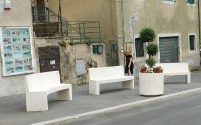 Rocca Priora Roma, installazione di dissuasori, panchine cestoni e fioriere in cemento