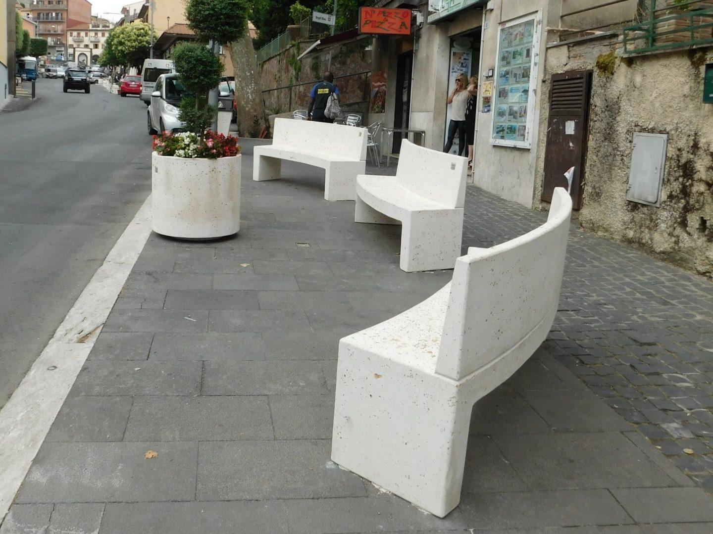 Roccapriora Roma dissuasori panchine cestini fioriere in cemento