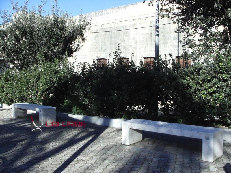 Panchine in Villa a Supersano Lecce