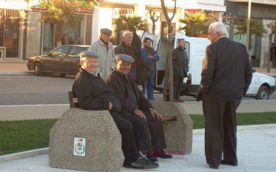 Comune di Tricase panchina in cemento con seduta in legno
