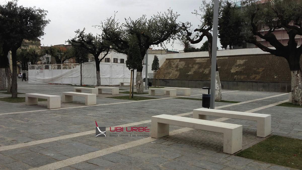 Panchine in cemento ad Acerra (Castello Baronale) – NA